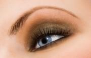Дневной макияж для голубоглазых дам