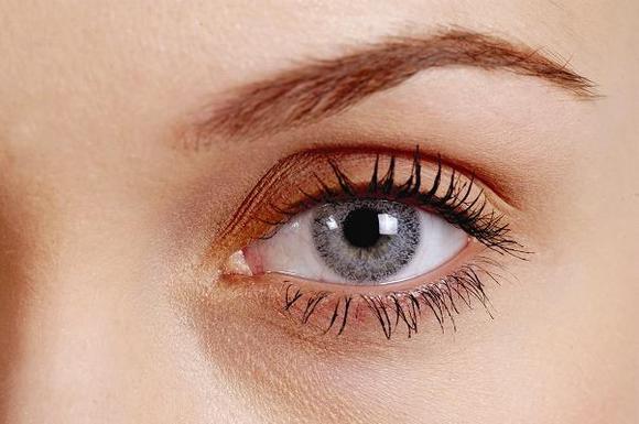 Женские контактные линзы