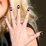 Изысканность черных ногтей…