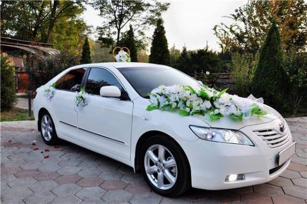 Украшаем свадебный кортеж