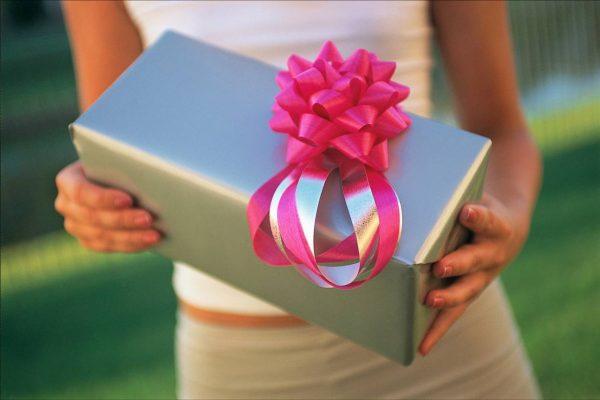Какой подарок молодоженам подойдет больше всего?