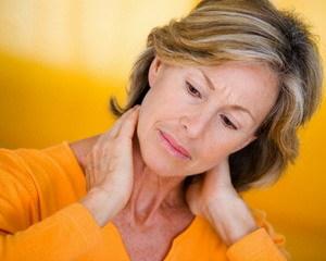 Какие бывают симптомы растяжения мышц шеи?