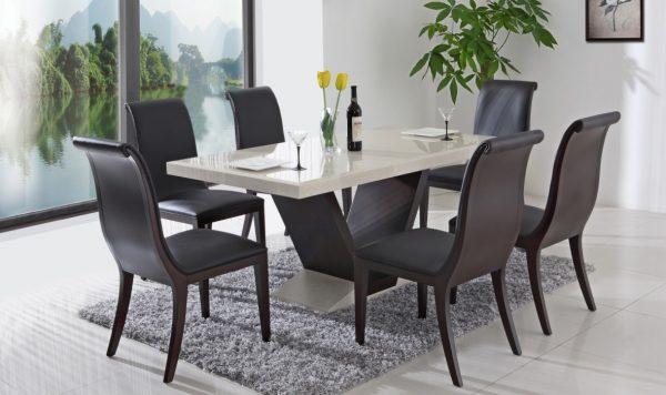 обеденный стол и его покрытие