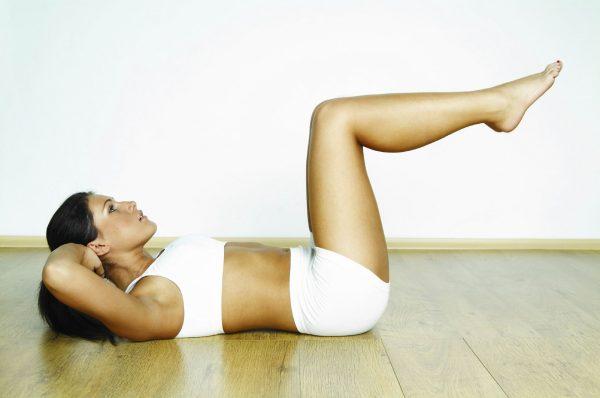Качаем пресс: упражнения для девушек