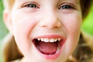 Здоровые зубки — детские радостные улыбки