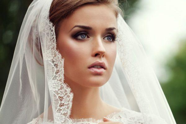 Главное украшение невесты - искрящиеся глаза, а не платье!