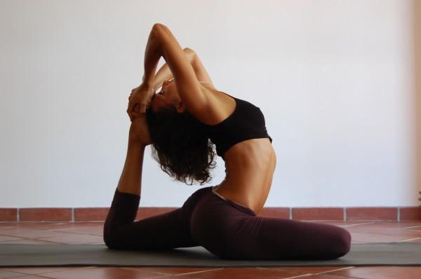 Как сделать йогу не вставая с постели дома