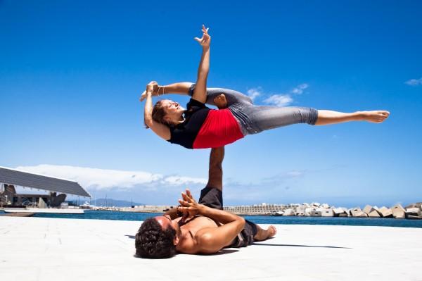 Парная йога: релакс для двоих