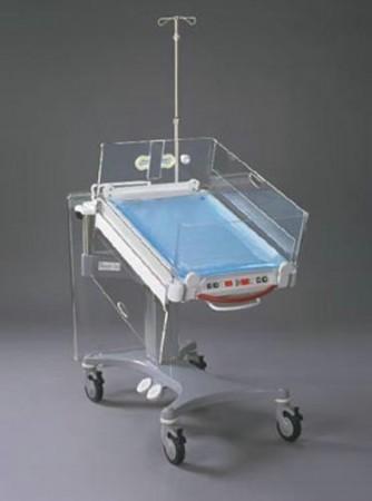 Стол с подогревом для пеленания новорожденных