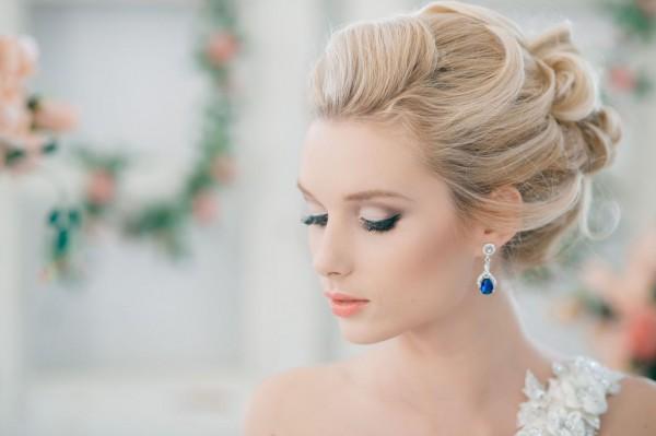 Какая же невеста без свадебной прически?