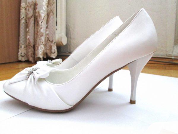Что не следует упускать из виду при выборе свадебной обуви?