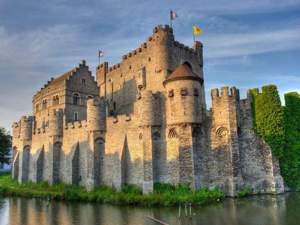 Величественные средневековые дворцы и замки Бельгии