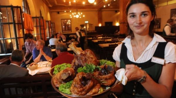 Где поесть жареные свиные ножки в Мюнхене?