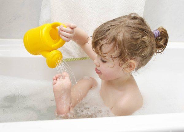 Как помыть голову ребенка без истерик?
