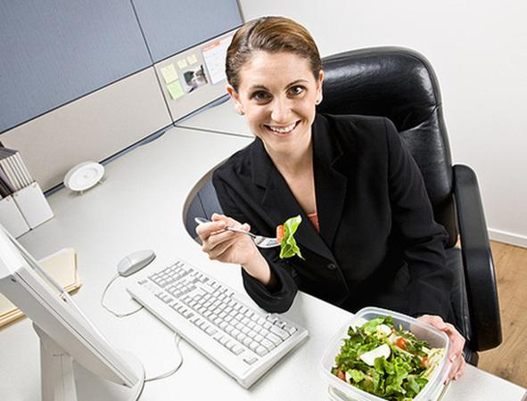 Правильное питание во время обеденных перерывов: как сохранить здоровье?