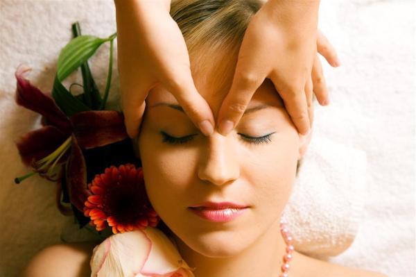 Мешки и синяки под глазами: возможные причины и способы устранения