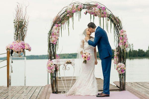 Об организации летних свадеб и значении процесса подготовки для совместной жизни
