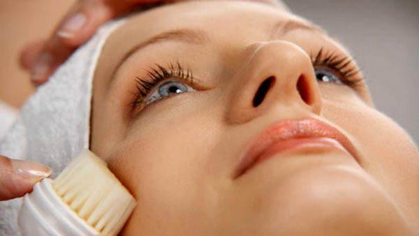 Угревая сыпь как показатель нарушений в организме: лечить у врача