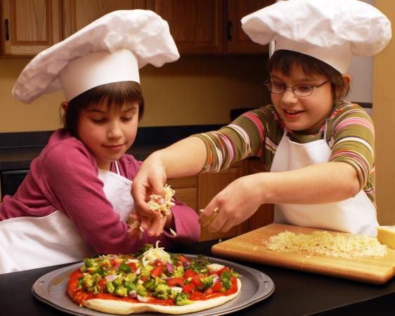 Период экспериментов в жизни ребенка: как родителям быть на страже безопасности