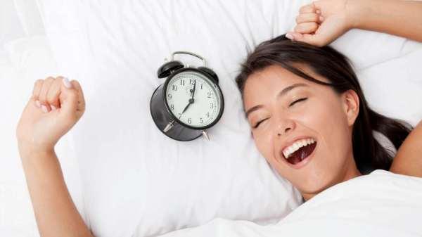Здоровый сон в летнюю жару: от постельного белья до наматрасника