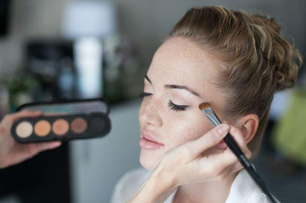 Как стать мастером макияжа?