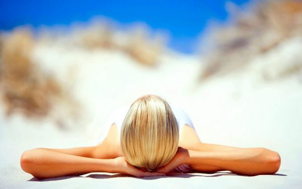 Ухаживающая и защитная косметика во время отпуска