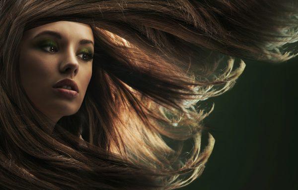 Особенности ухода за длинными волосами: от шампуня до гребня