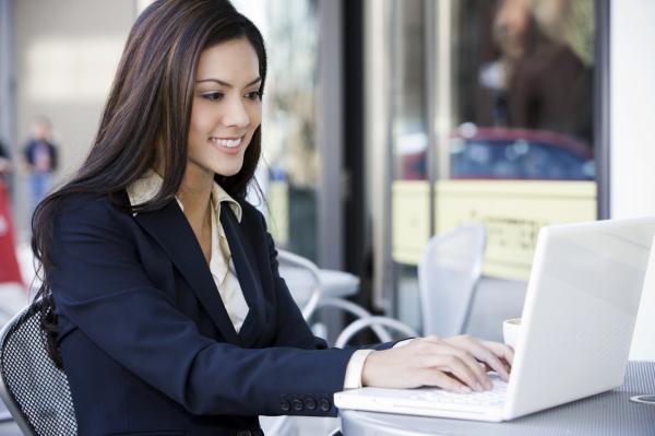 Значение и составляющие делового стиля женщины