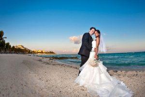 Как сделать свадьбу яркой и незабываемой: выбор молодоженов
