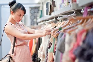Быть или не быть: стоит ли покупать вещи из последних коллекций и следовать моде