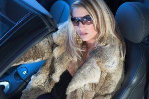 Зимняя одежда для автоледи: свобода и ограничения в выборе