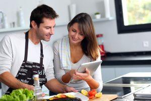 О распределении обязанностей между женщинами и мужчинами, уборке квартиры и сложностях диалога