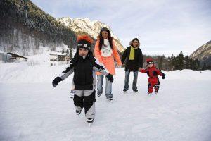 Одежда и обувь для мужа и детей в январском путешествии всей семьей