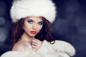 Варианты головных уборов к зимним морозам: для согрева головы