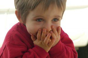 Нарушения взаимодействия ребенка с окружающим миром: задержка речевого развития
