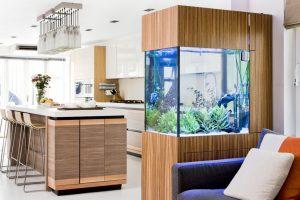 Аквариум в интерьере современной квартиры