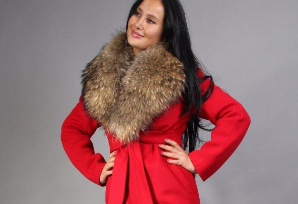 devushka-v-zimnem-palto