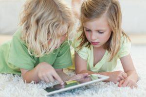 Компьютерные игры в школьном возрасте: значение для детей и страхи родителей