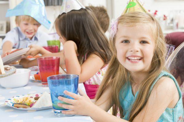 отпраздновать день рождения ребенка
