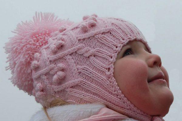 Девочка в розовой шапке