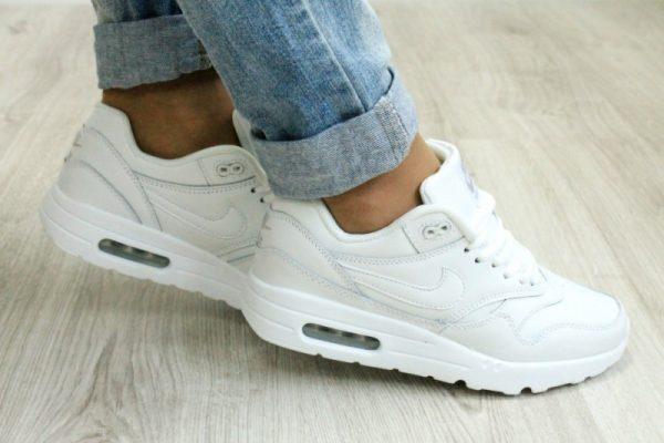 Женские кроссовки Nike белого цвета
