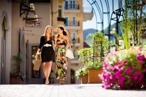 Выгодно ли покупать брендовые сумки за границей?