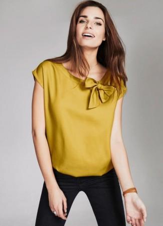 Желтая блуза в моде в 2016 году