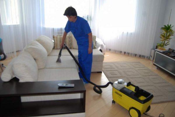 Преимущества химчистки мягкой мебели