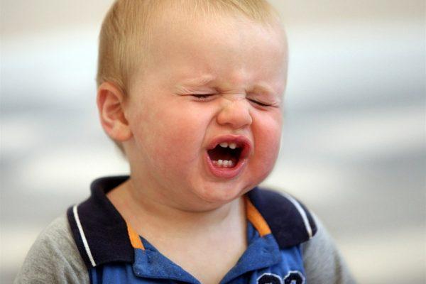 Что делать, если двухлетний ребёнок часто психует и капризничает?