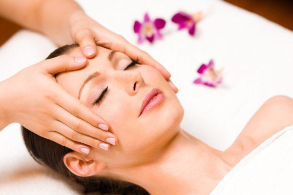 Чем полезен косметический массаж лица?