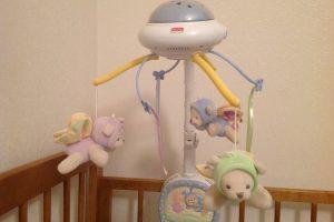 Как выбрать мобиль в кроватку для новорожденных?