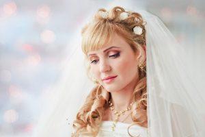 Свадебные прически для кудрявых волос