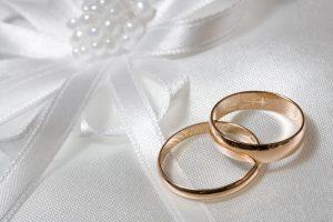 Как выбрать обручальные кольца на свадьбу