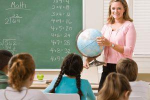 Подарки школьникам от родительского комитета: сложный выбор простого подарка